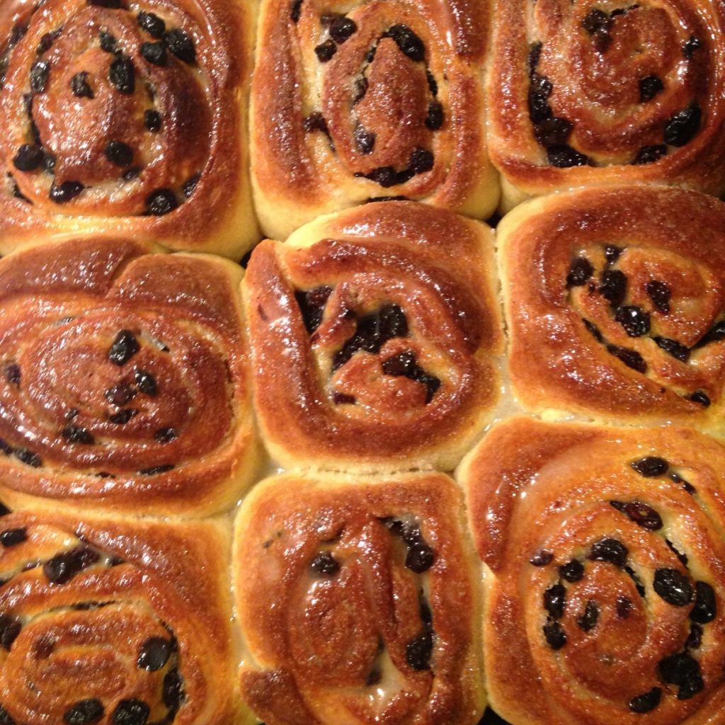 Hot Cross buns cake weightloss image for Neil Cox Hypnotherapy